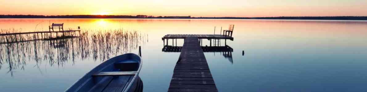Bott Im Sonnenuntergang ©Jenny Sturm/Adobe Stock